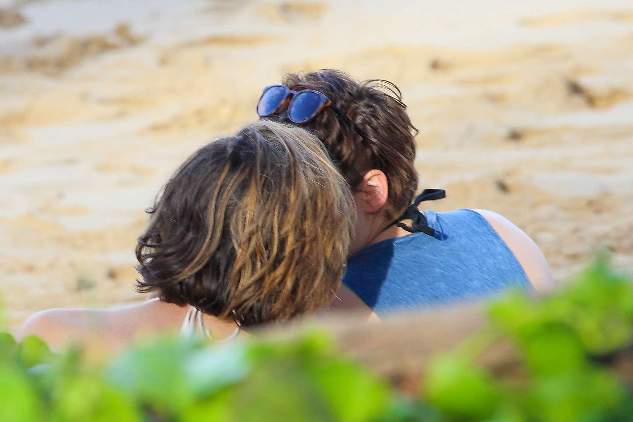 проходят кристен стюарт и алисия каргал целуются фото всегда