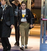 At_JFK_Airport_in_New_York_City_-_November_15-09.jpg