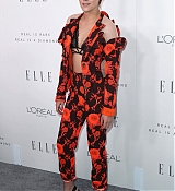 Kristen_Stewart_-_ELLE_s_24th_Annual_Women_in_Hollywood_Celebration_on_October_16-01.jpg