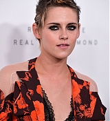 Kristen_Stewart_-_ELLE_s_24th_Annual_Women_in_Hollywood_Celebration_on_October_16-09.jpg