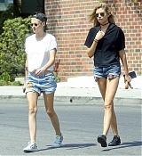 Kristen_Stewart_-_In_Los_Angeles_on_July_9-05.jpg