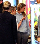 Kristen_Stewart_-_In_NYC_with_Ashley_Benson_and_Stella_Maxwell_on_September_11-01.jpg