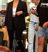Kristen_Stewart_-_In_NYC_with_Ashley_Benson_and_Stella_Maxwell_on_September_11-05.jpg