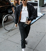 Kristen_Stewart_-_Out_in_New_York_on_September_10-02.jpg