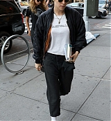 Kristen_Stewart_-_Out_in_New_York_on_September_10-04.jpg