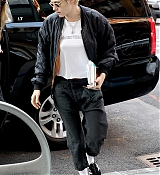 Kristen_Stewart_-_Out_in_New_York_on_September_10-06.jpg