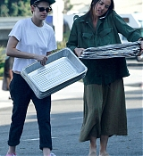 Kristen_Stewart_-_Out_in_West_Hollywood_on_October_19-32.jpg