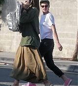Kristen_Stewart_-_Out_in_West_Hollywood_on_October_19-33.jpg