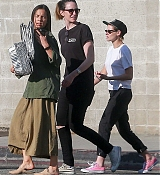 Kristen_Stewart_-_Out_in_West_Hollywood_on_October_19-34.jpg