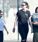 Kristen_Stewart_-_Out_in_West_Hollywood_on_October_19-39.jpg